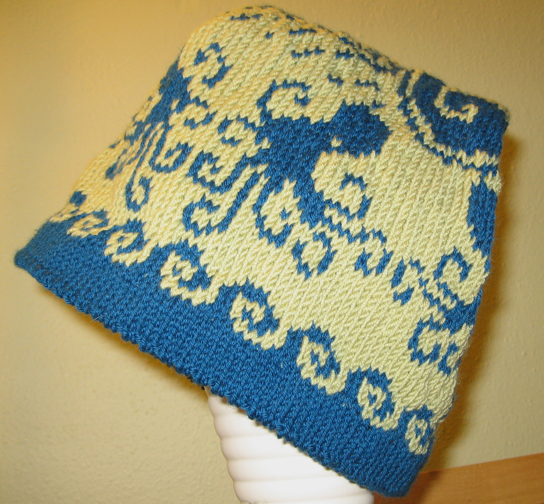 Knitting Pattern Octopus Hat : Decrease-free Octopus Hat Waiting for the rains?